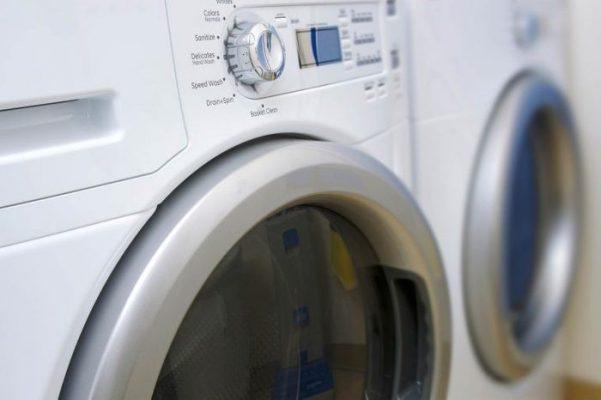 làm sạch và khử mùi giày với máy giặt